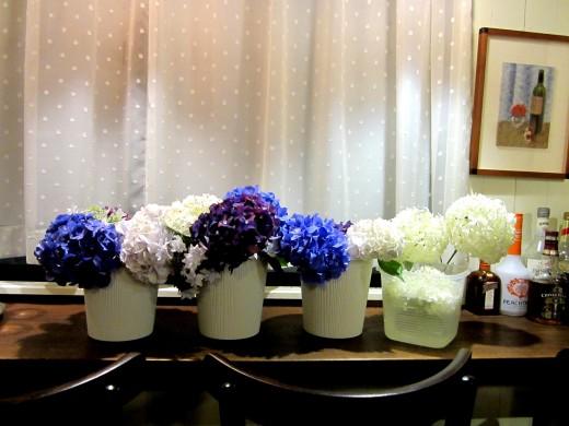 窓カウンター紫陽花